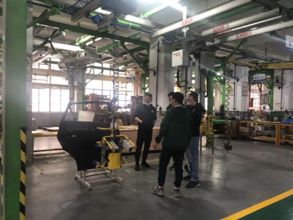 特斯拉客户来访对AMB助力机械手及EHS轻劳化助力装备产品验收